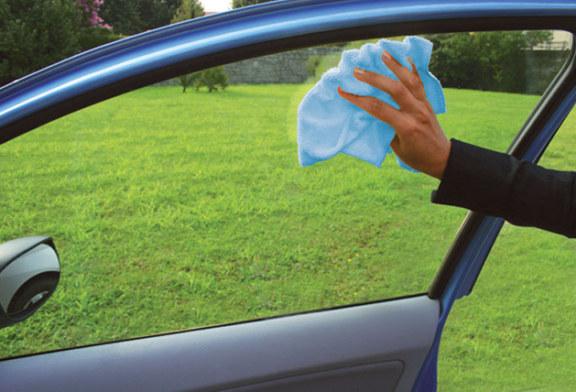 Come usare il panno in microfibra per pulire la vostra auto