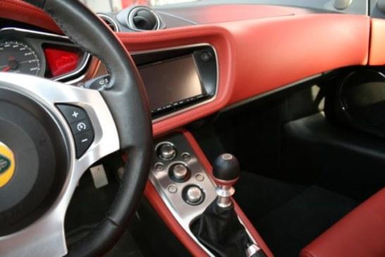 Manutenzione dell'auto: come pulire le parti in plastica