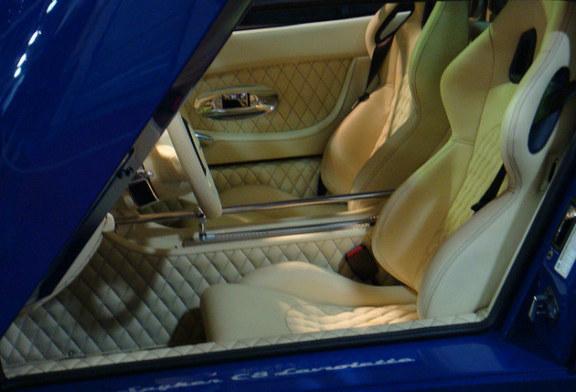 Togliere le macchie dai sedili dell'auto