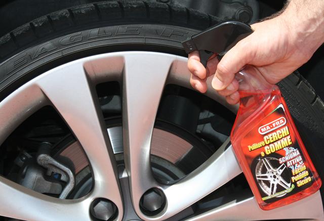 Prodotti per Auto: il nuovo Pulitore Cerchi e Gomme
