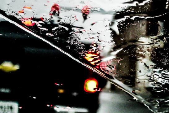 In auto sotto la pioggia: il tergicristallo liquido