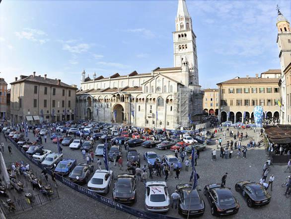 Raduno 100 anni Maserati: tributo a prima officina a Bologna