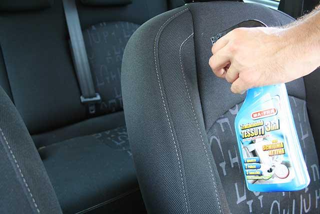 lavaggio interni auto con trattamento Tessuti3in1