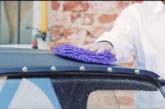 Consigli utili su come lavare l'auto a mano senza graffiarla