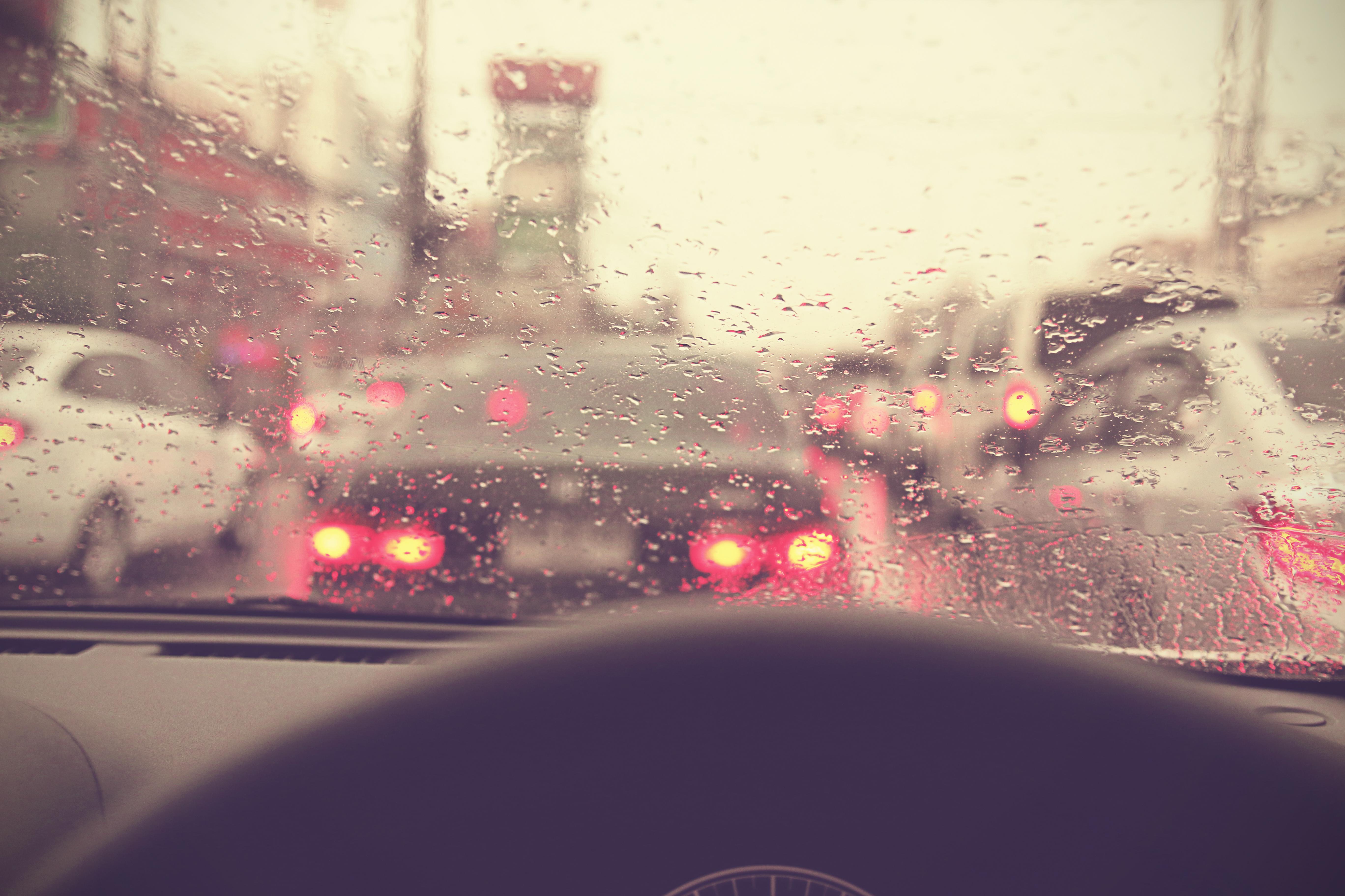Come proteggere al tua auto dalle piogge acide