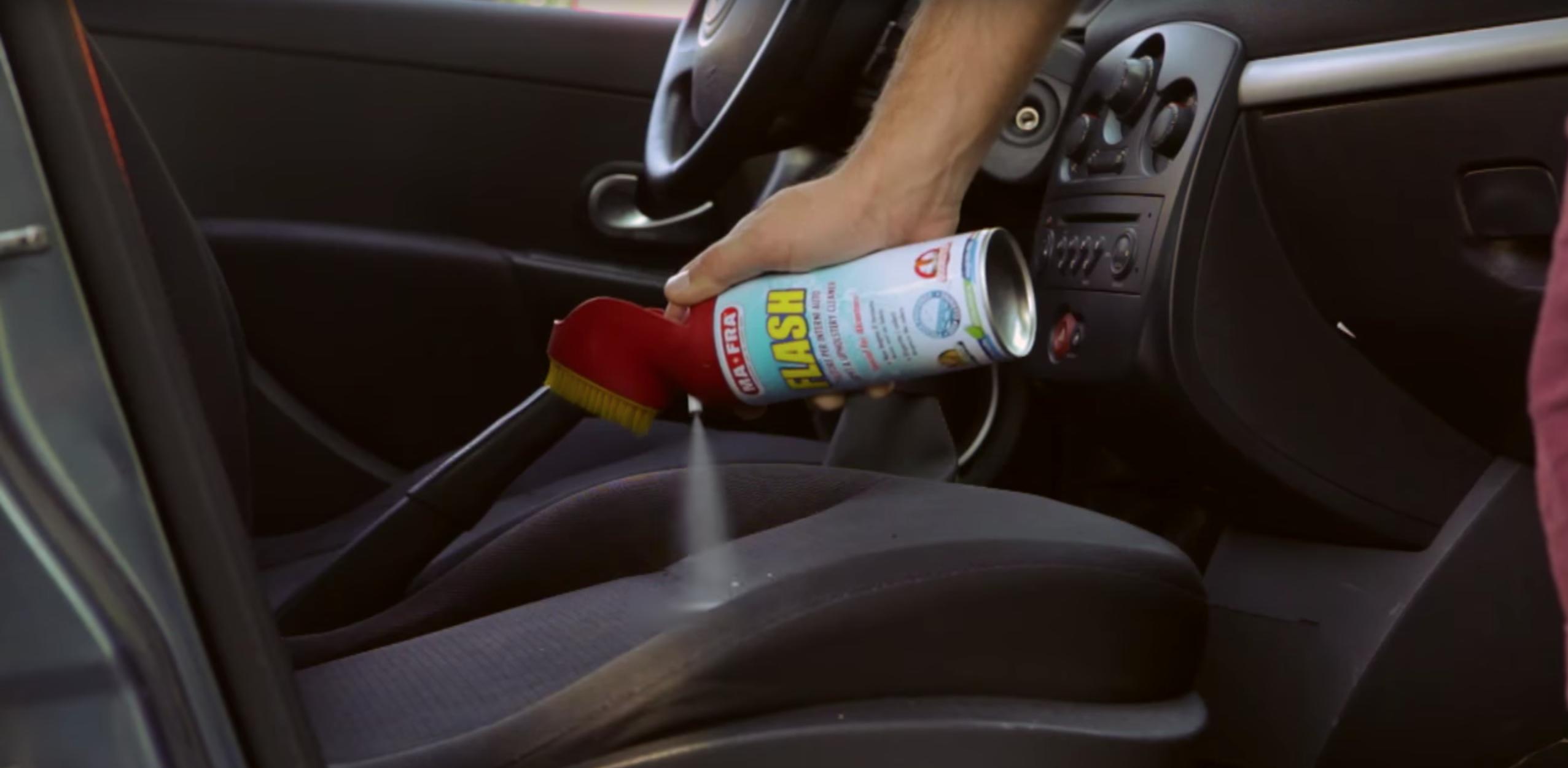 Flash di Mafra è un pulitore interni auto in tessuto, elimina le macchie dai sedili