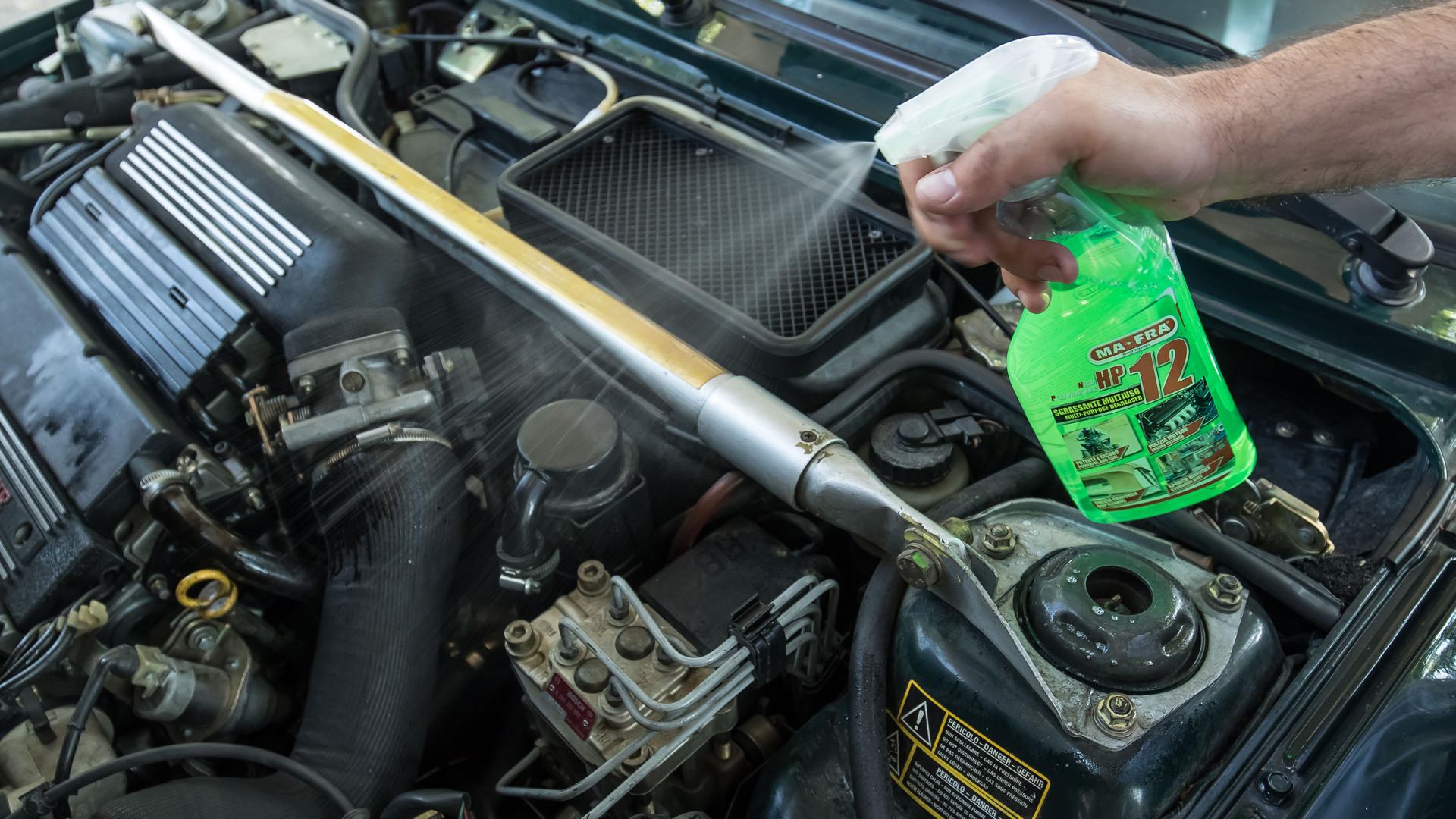 Come pulire il vano motore con il Kit Pulizia vano Motore disponibile su Mafra Shop